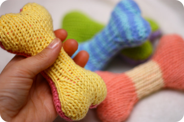 free+knitting+pattern+for+a+dog+toy